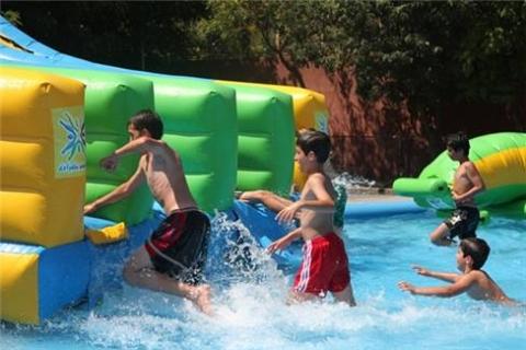 Güngören Belediyesi, Okul Bahçesini Su Parkına Dönüştürdü!