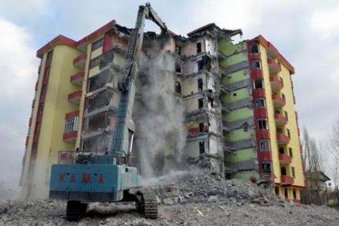 Hasarlı Bina Raporunu Rüşvetle Değiştirme İddiasıyla 10 Gözaltı!