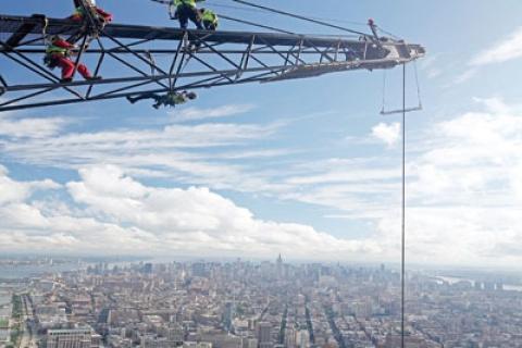 One World Ticaret Merkezi İşçileri 410 Metre Yüksekte Çalışıyor!