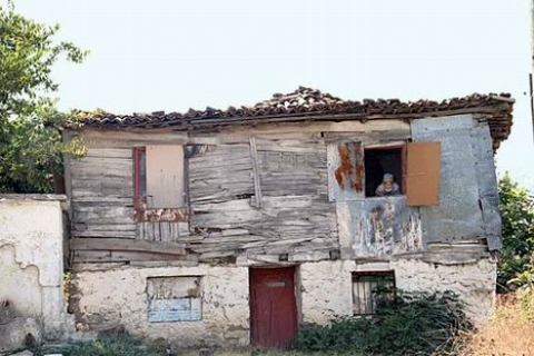 Gaziköy Sakinleri Sit Alanı Yüzünden Yıkık Dökük Evlere Mahkum!