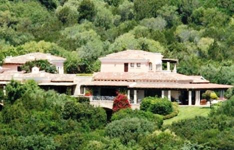 Silvio Berlusconi Villasının Altına Plaja Çıkan Mağara İnşa Etti!