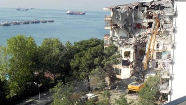 Avcılar Ambarlı'da Binaların Yıkımına Başlandı!