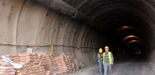 En Uzun Demiryolu Tünelinde Işığa Doğru