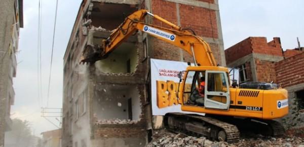 On Binlerce Riskli Bina Yıkılmayı Bekliyor