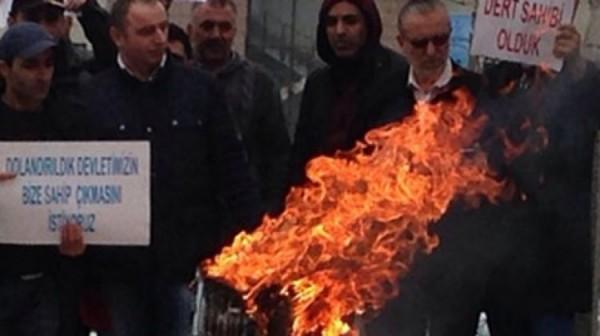 Dolandırılan Vatandaştan Maketleri Yaktıran Eylem