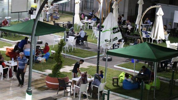 Cumartesi Meydanı Çay Bahçesi Hizmete Girdi