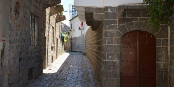 Sur'un Tarihi Mekanları Kapanma Noktasına Geldi
