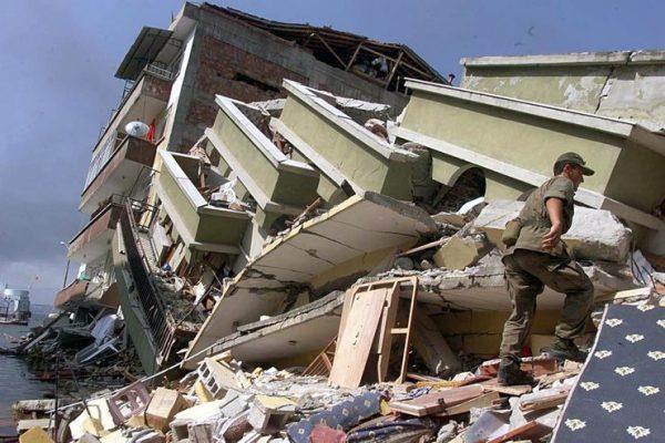 """""""Olası İstanbul Depreminde 2 Milyon İnsan Evsiz Kalacak"""""""