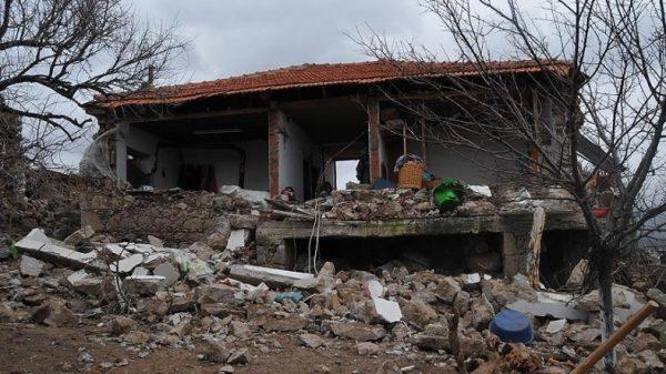 AFAD'dan Çanakkalelilere: Bize Sormadan Evlere Girmeyin