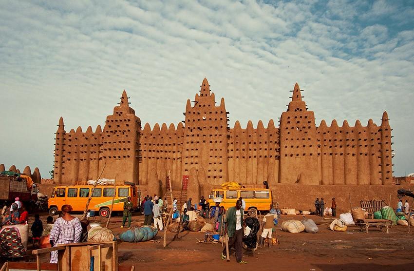 -Afrika Mali/Timbuktu'da kerpiçten yapılmış 730 yıllık Djenne Camii.
