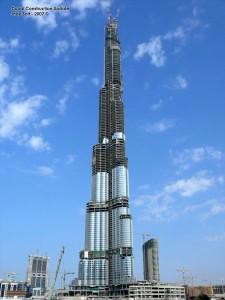 Dünyanın Dubai'de inşa edilen en yüksek binası törenle açıldı.